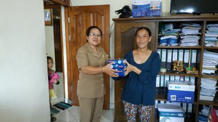 Mengening Berikan Bantuan PMT Untuk Ibu Hamil Mengalami KEK