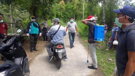 Pemerintah Desa Mengening Kembali melakukan Penyemprotan Disinfektan