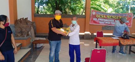 Pembagian Sembako Lansia Desa Mengening,  84 KK
