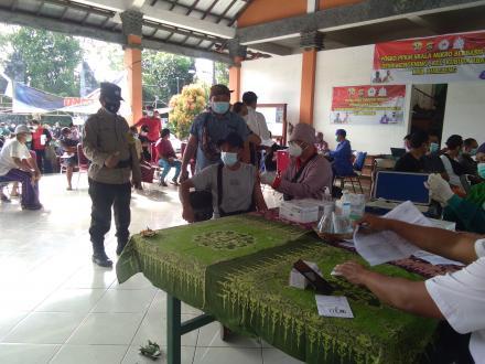Vaksinasi Astrazeneca Gelombang ke 2 dengan 428 orang Untuk Masyarakat Desa Mengening